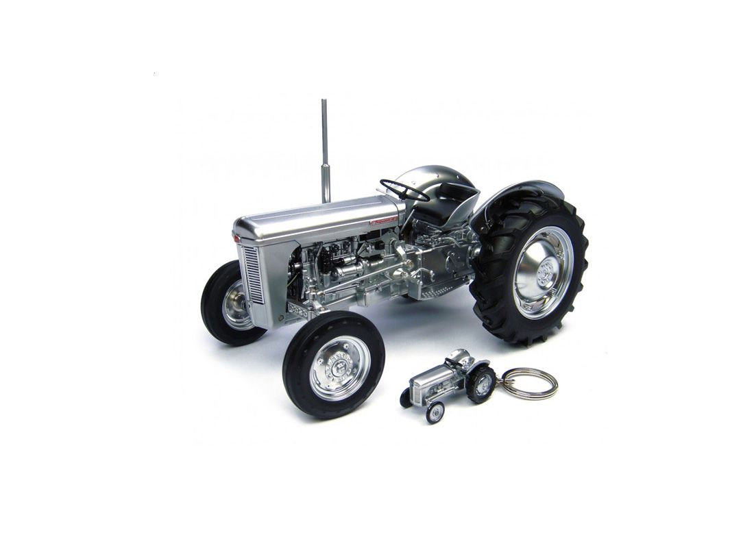 Picture Gallery for Universal Hobbies J4862 Ferguson TO 35  - Tractor