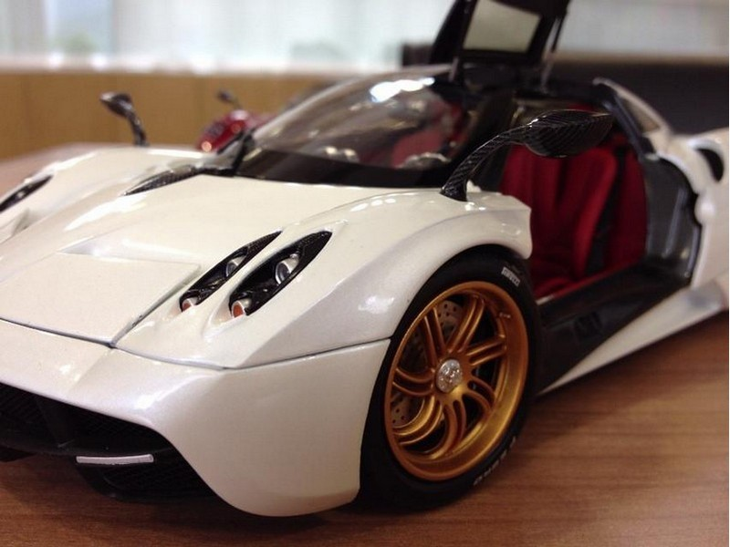 Picture Gallery for Welly 11007MB Pagani Huayra