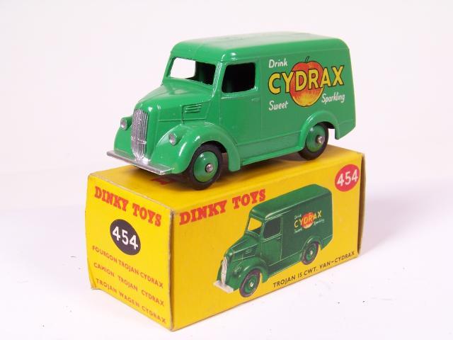 Picture Gallery for Dinky 454 Trojan 15cwt Van