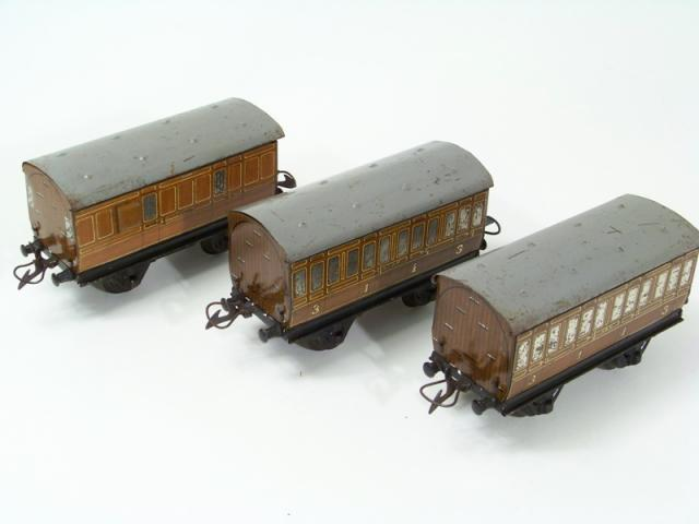Picture Gallery for Hornby O 0 Coach Selection
