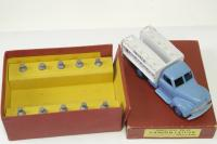Picture Gallery for Dinky 25O Studebaker Milk Lorry