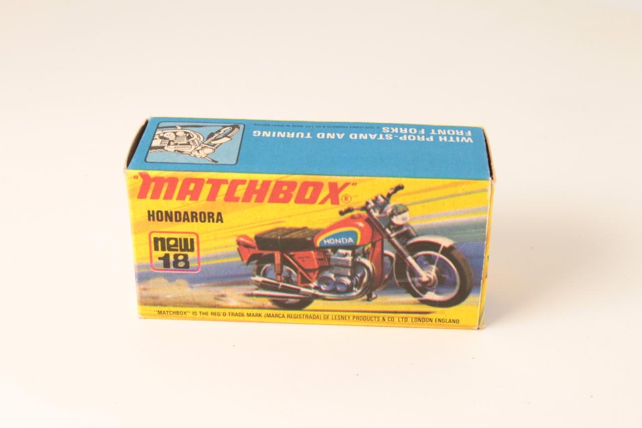 Matchbox #18f - Hondarora - Red (black forks)