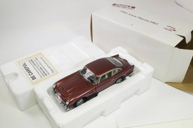 Picture Gallery for Danbury 007001C 1964 Aston Martin DB5