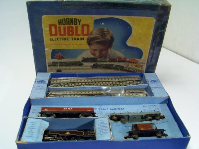 Picture Gallery for Hornby Dublo EDG18 Tank Goods Train Set