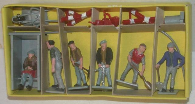 Picture Gallery for Dinky 010 Road Maintenance Personnel