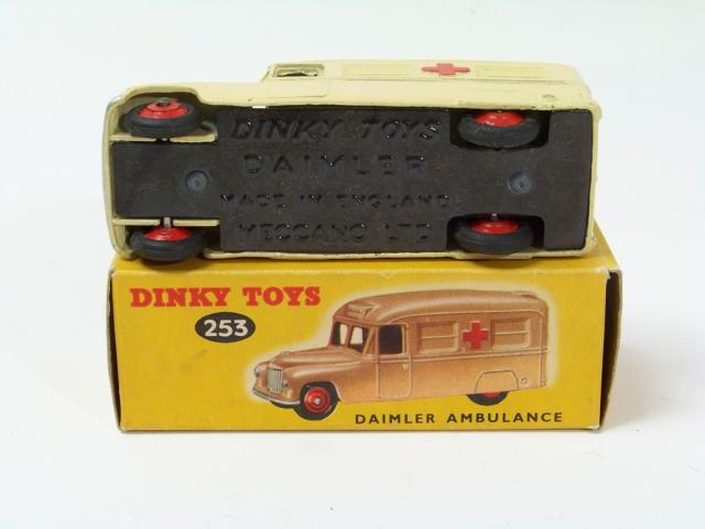 Picture Gallery for Dinky 253 Daimler Ambulance