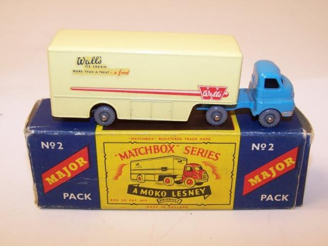 Picture Gallery for Matchbox M-2 Bedford Articulated Truck