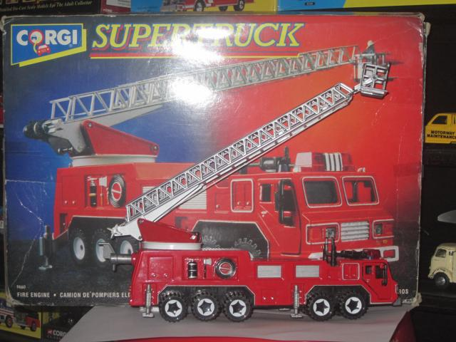 Picture Gallery for Corgi 94660 Fire Engine