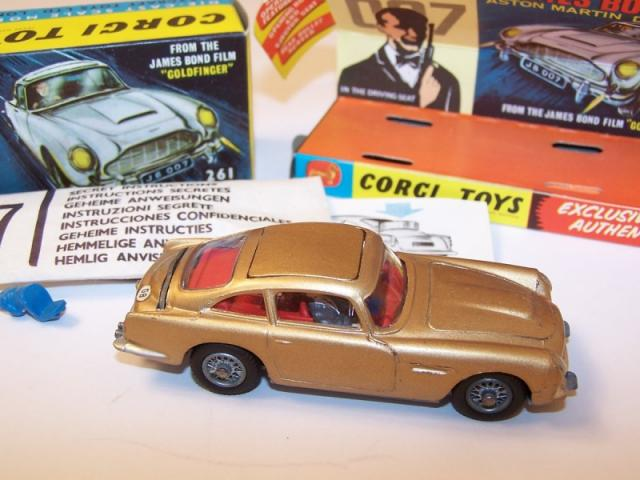 Picture Gallery for Corgi 261 James Bond Aston Martin