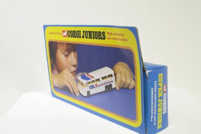 Corgi Juniors #E2008 - Greyhound MC-8 Americruiser Bus - White