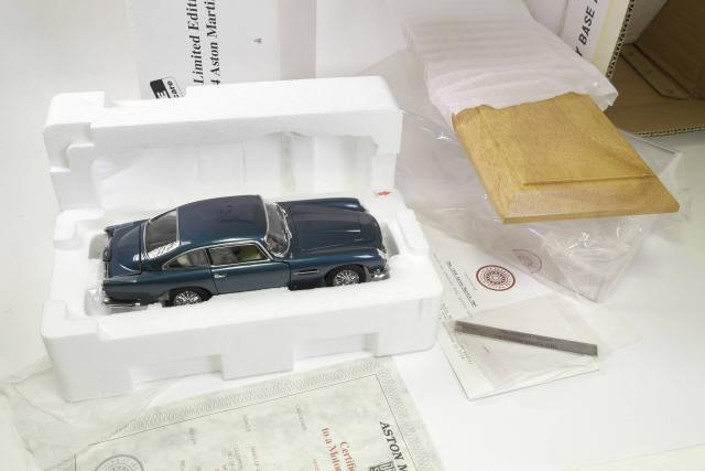 Picture Gallery for Danbury 007001B Aston Martin DB5