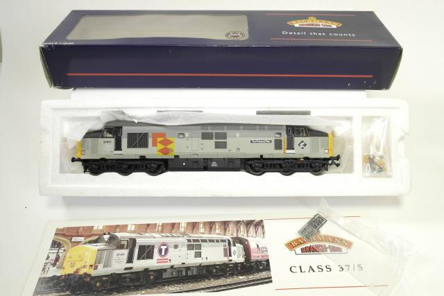 Picture Gallery for Bachmann 32-380 Class 37/5 Diesel Loco