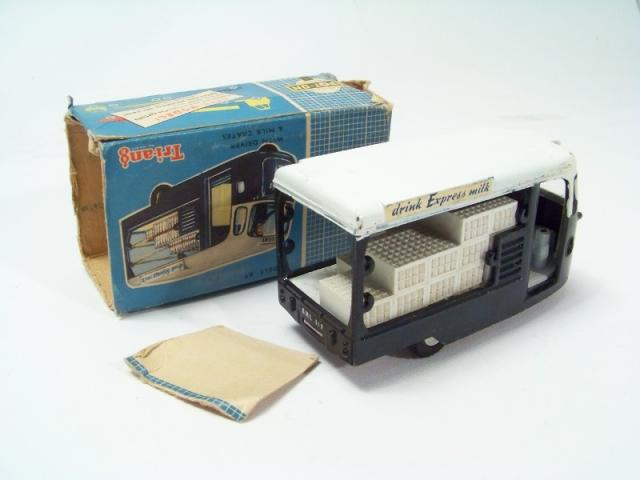 Picture Gallery for Spot-On 271 Milk Float (Express Dairies)