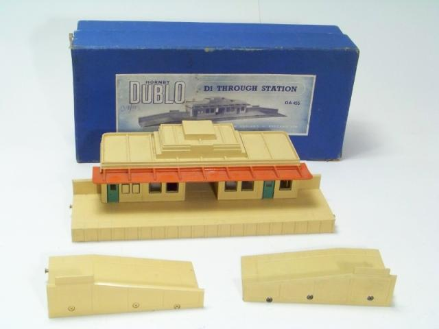 Picture Gallery for Hornby Dublo DA455 Through Station