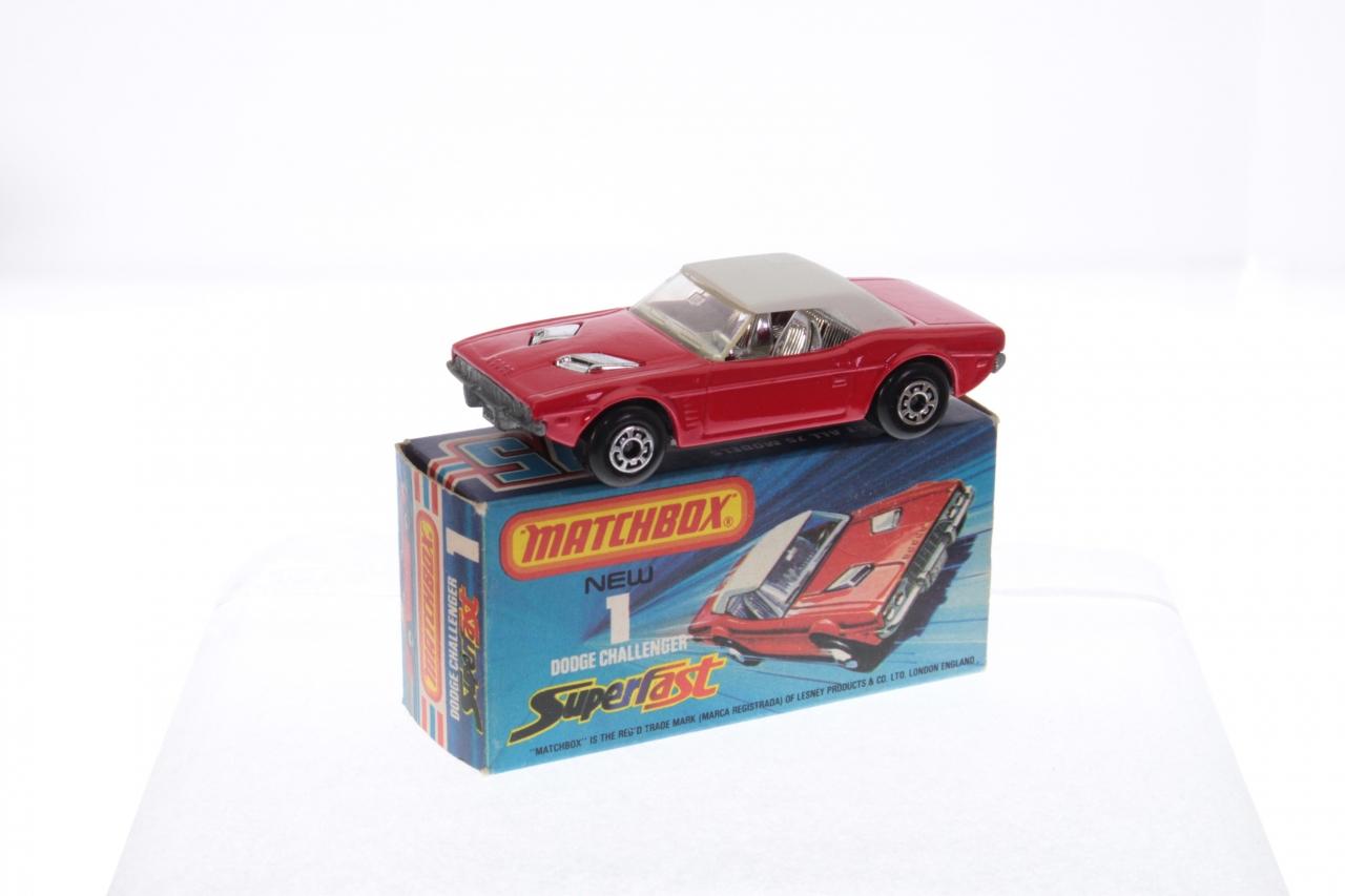 "Greenlight Barrett-Jackson 2006 Dodge Charger SRT8 /""Go ManGo/"" Orange 1:64 1//64"