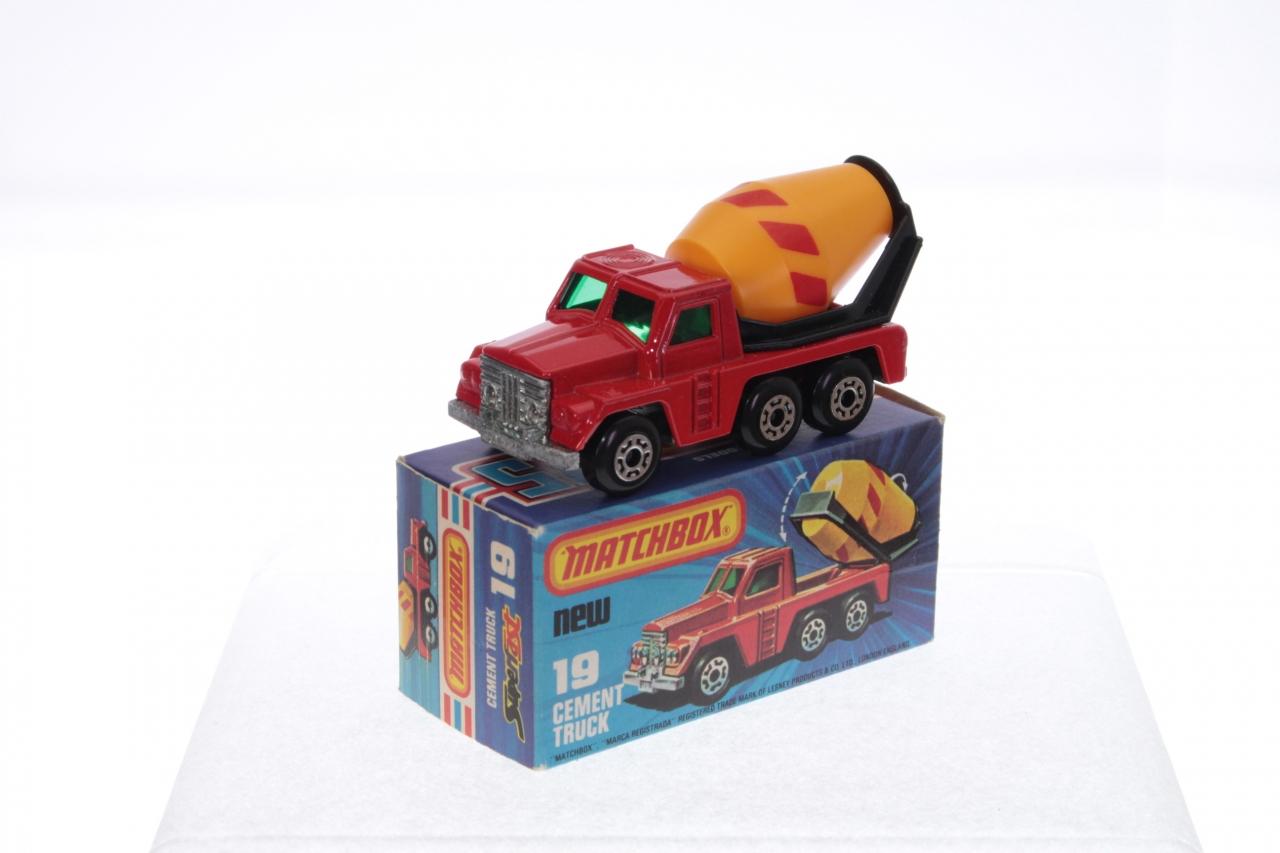 Matchbox #19f - Cement Truck - Red (Yellow Barrel)