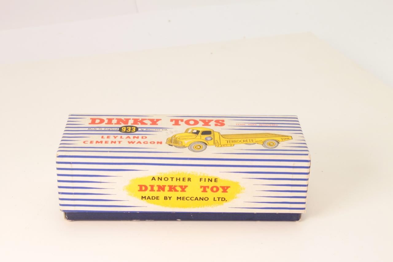 Dinky #933 - Leyland Cement Wagon - Yellow Ferrocrete