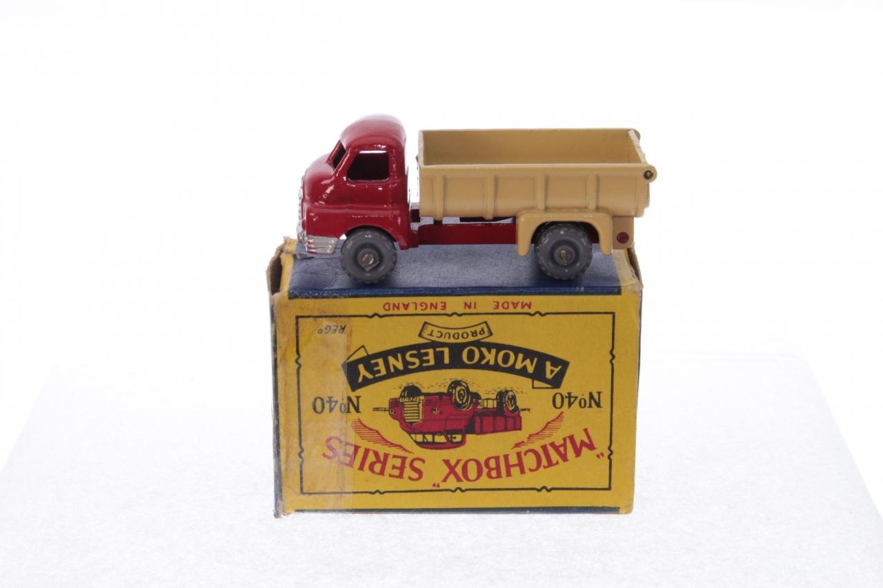 Matchbox #40a - Bedford 7ton Tipper - Red/Tan