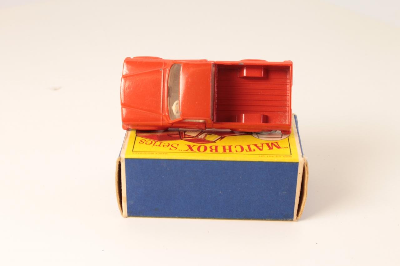 Matchbox #71b - Jeep Gladiator Pick Up - Red/White