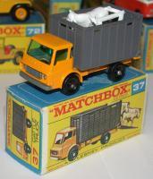 LESNEY MATCHBOX No.37 CATTLE TRUCK VG CONDITION