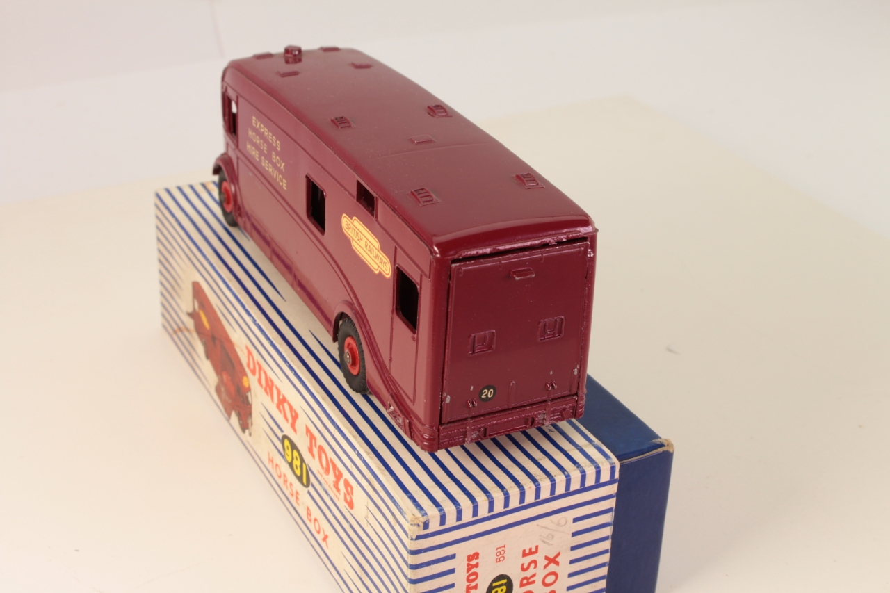 Dinky #981 - BR Horse Box - Maroon