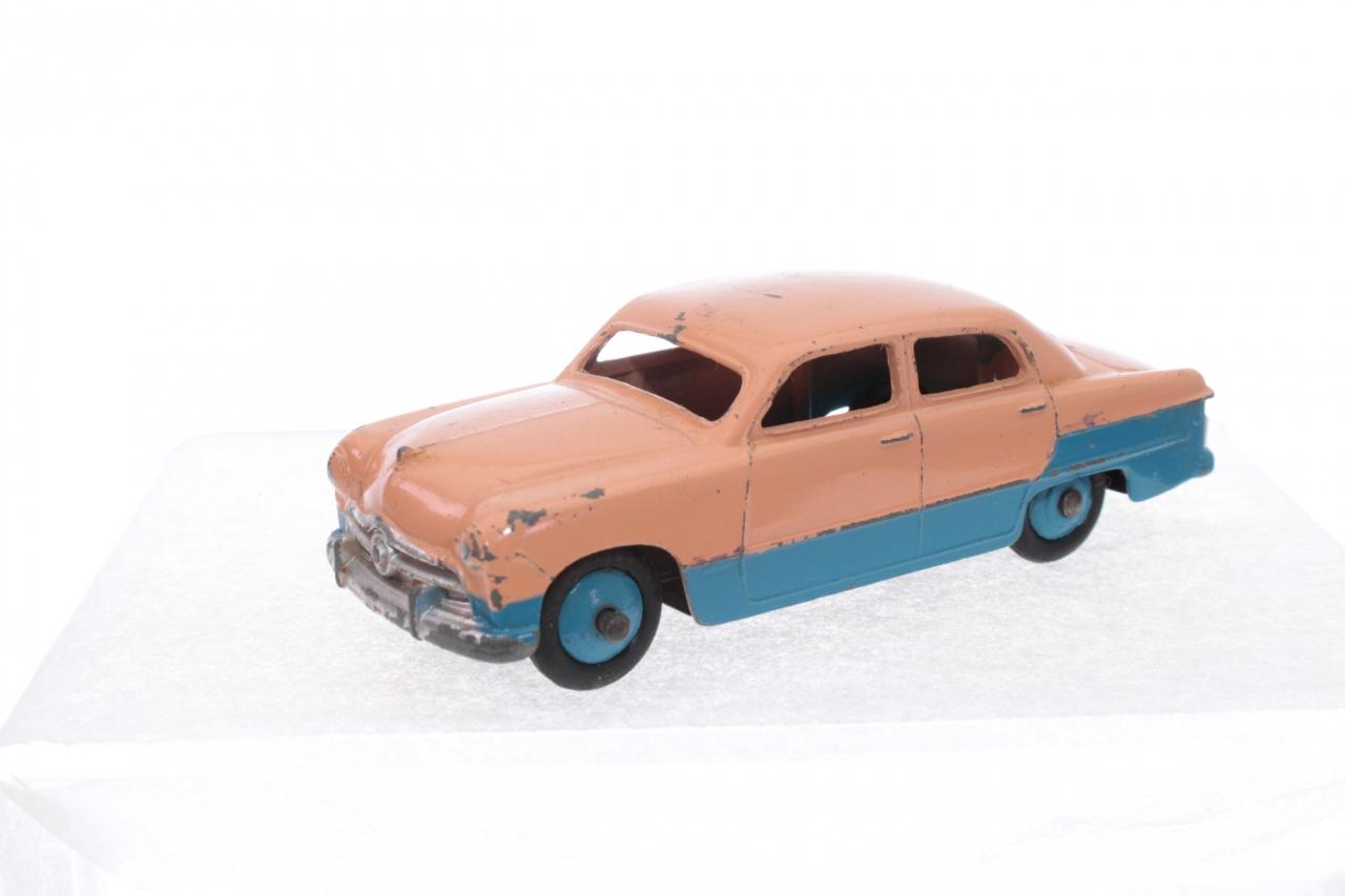 Dinky #170 - Ford Fordor Sedan - Pink/Blue Lowline