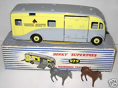 Picture Gallery for Dinky 979 Racehorse Transporter