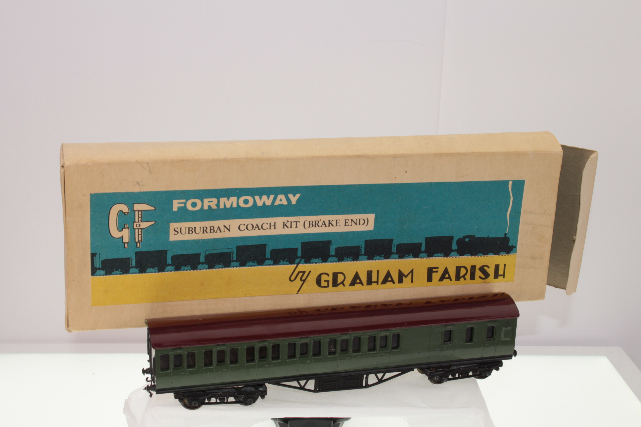 Picture Gallery for Graham Farish A41 Suburban Coach Kit (Brake End)