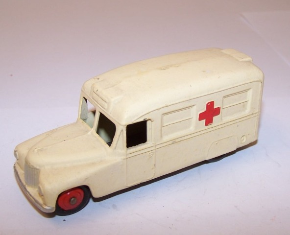 Picture Gallery for Dinky 30h Daimler Ambulance