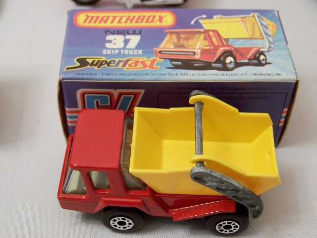 Picture Gallery for Matchbox 37e Skip truck