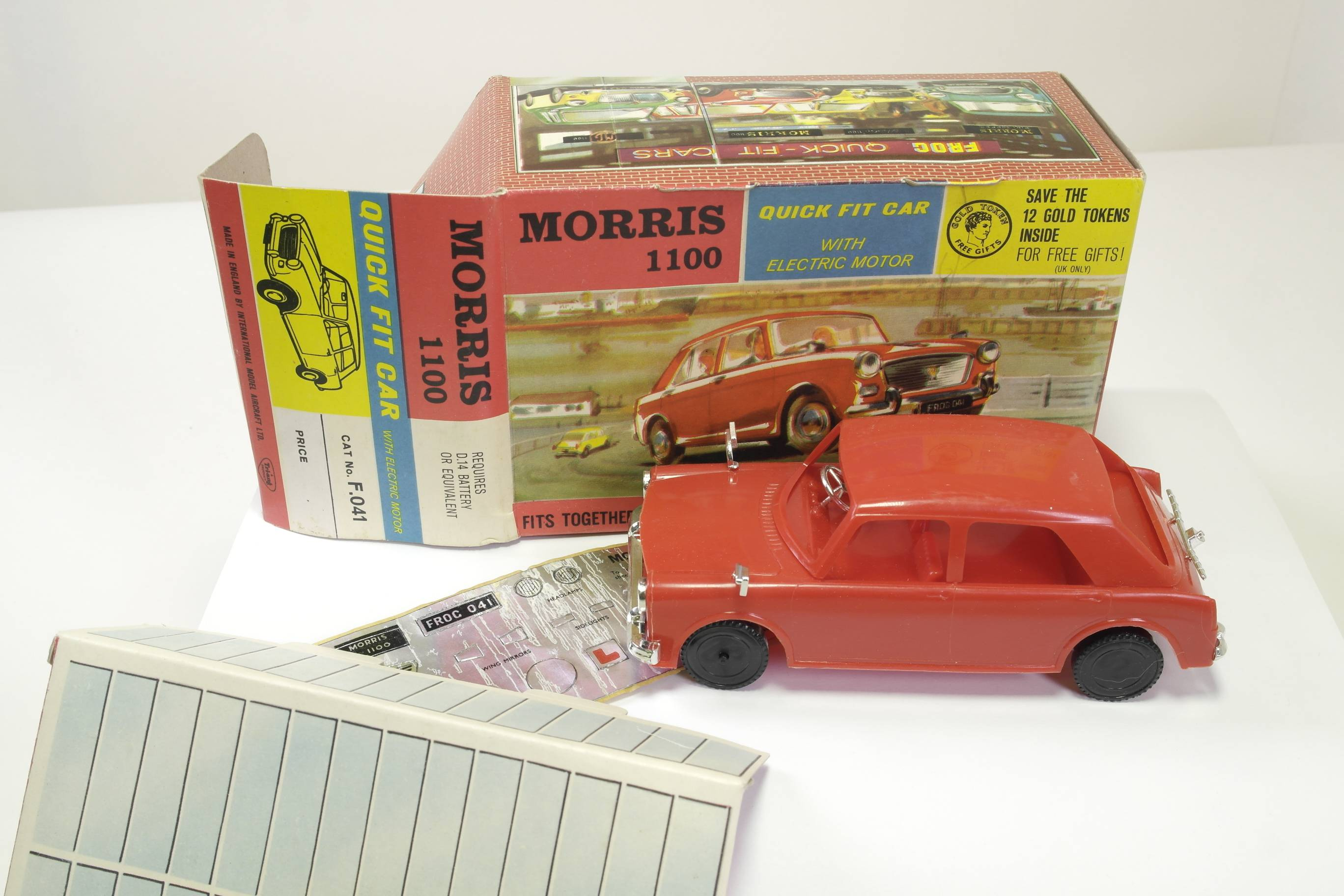 Picture Gallery for FROG F041 Morris 1100 Kit