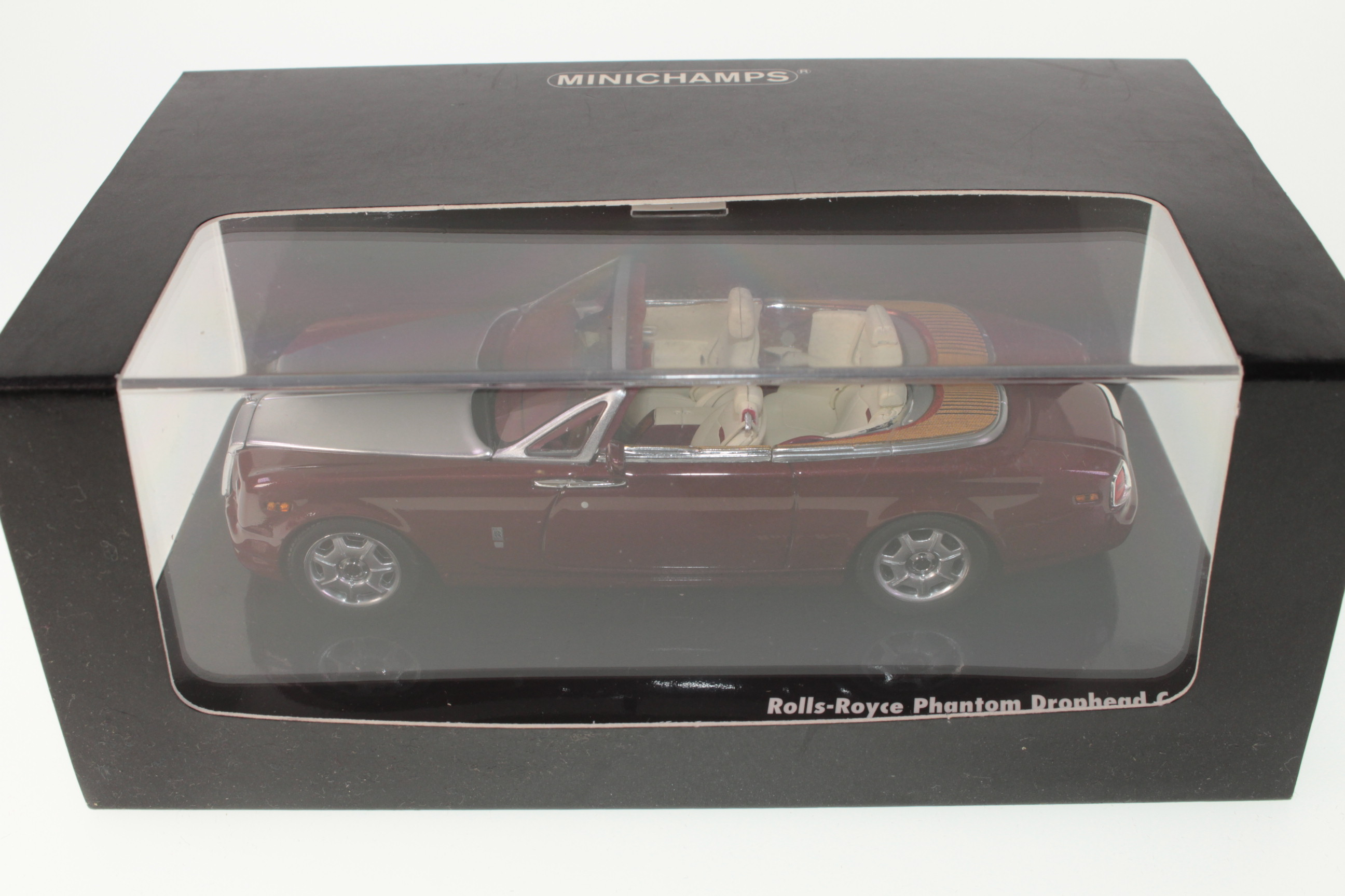 Minichamps #436134731 - Rolls Royce Phantom Drophead Coupe - Red/Silver