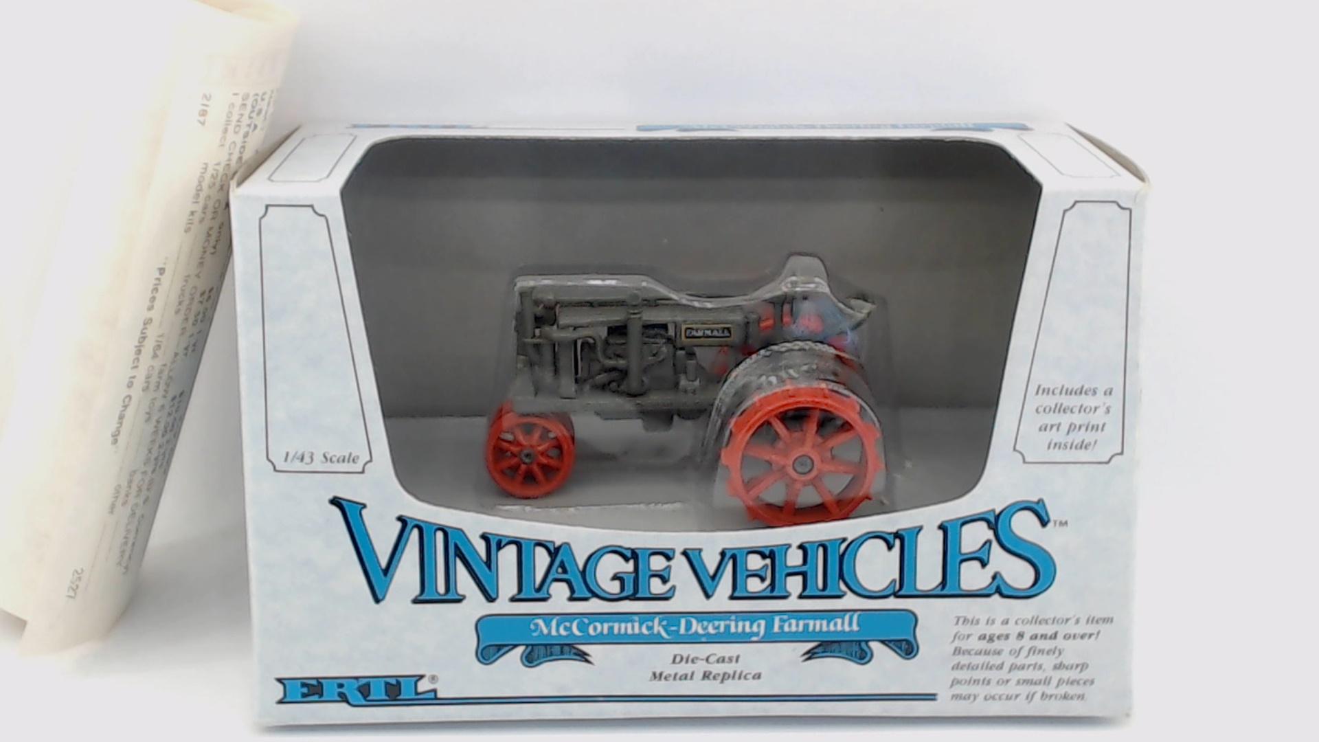 Ertl McCormick Farmall Diesel MTA Tractor 1986 Nat/'l Farm Toy Show 1//43 #2513