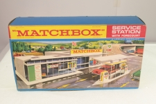 Picture Gallery for Matchbox MG-1 Service Station