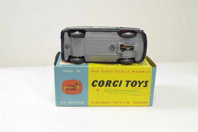 Commer Camera Van Corgi 479 B2G1F Water Slides
