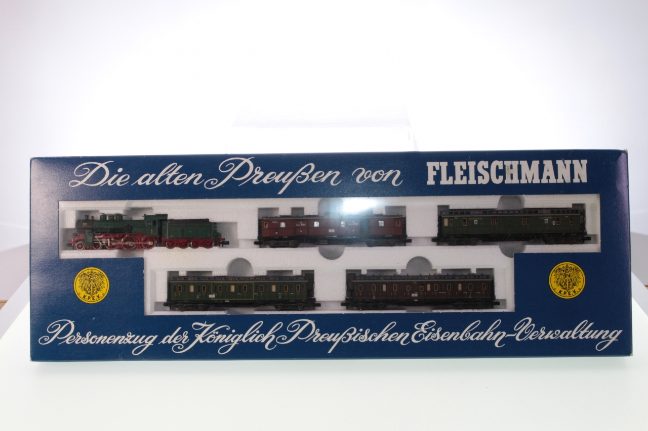Picture Gallery for Fleischmann 7880 Royal Prussian Passenger Train Set