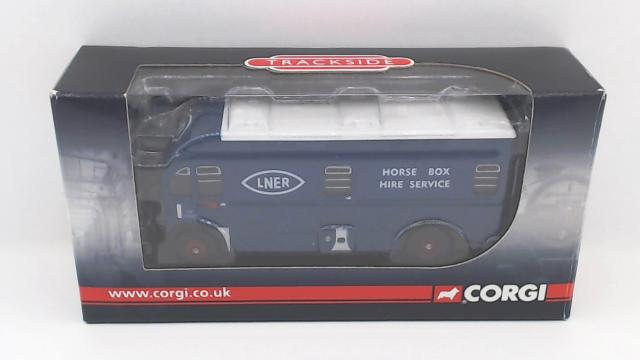 Picture Gallery for Corgi DG213000 Harrington Horse Box
