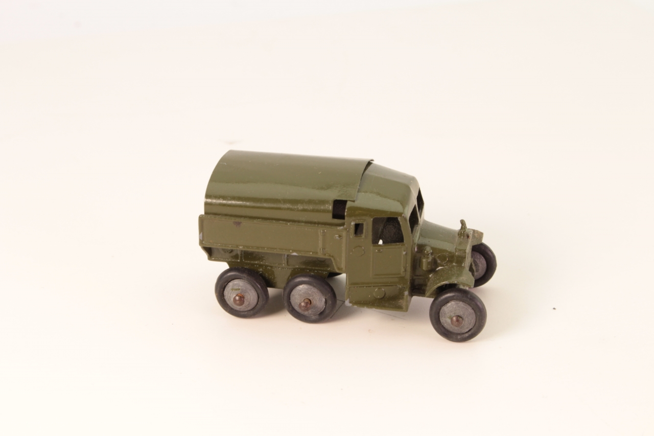 Skybirds #9999 - Scammell Tractor - Green