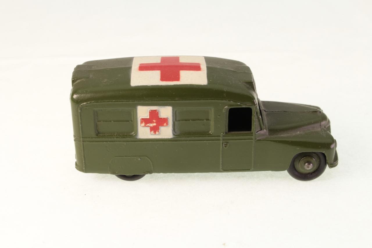 Dinky #30hm - Daimler Military Ambulance - Green