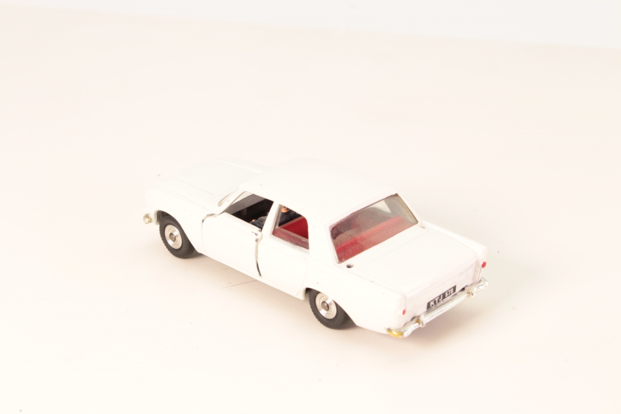 Spot-On #309 - Ford Zephyr 6 with Ariel and Sign - White