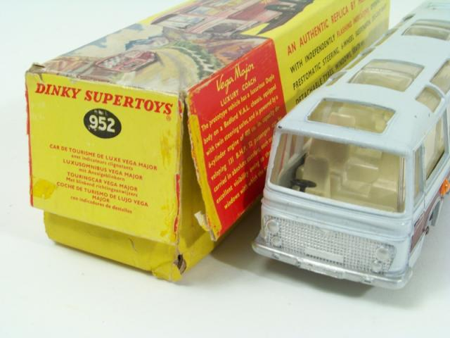 Picture Gallery for Dinky 952 Vega Major Luxury Coach