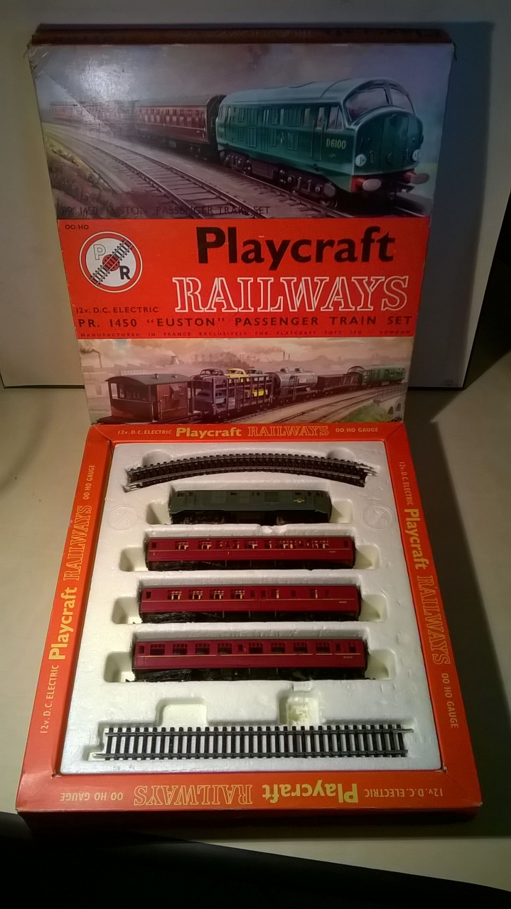 Picture Gallery for Playcraft PR1450 Passenger Train Set